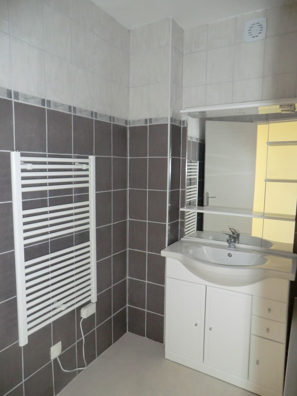 Location appartement chatellerault - Douche carrelee ...